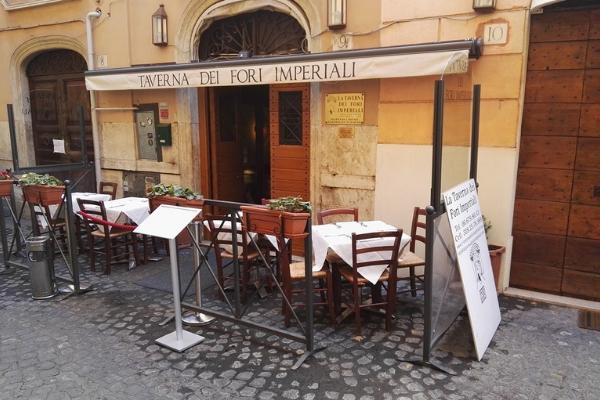 La Taverna dei Fori Imperiali review of table outside