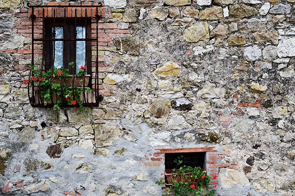 montalcino street wall